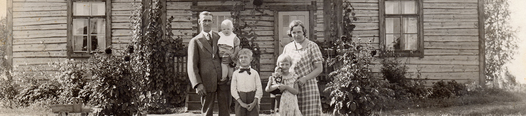 Kulkea Our Roots - Vintage Picture of the Finnish Family