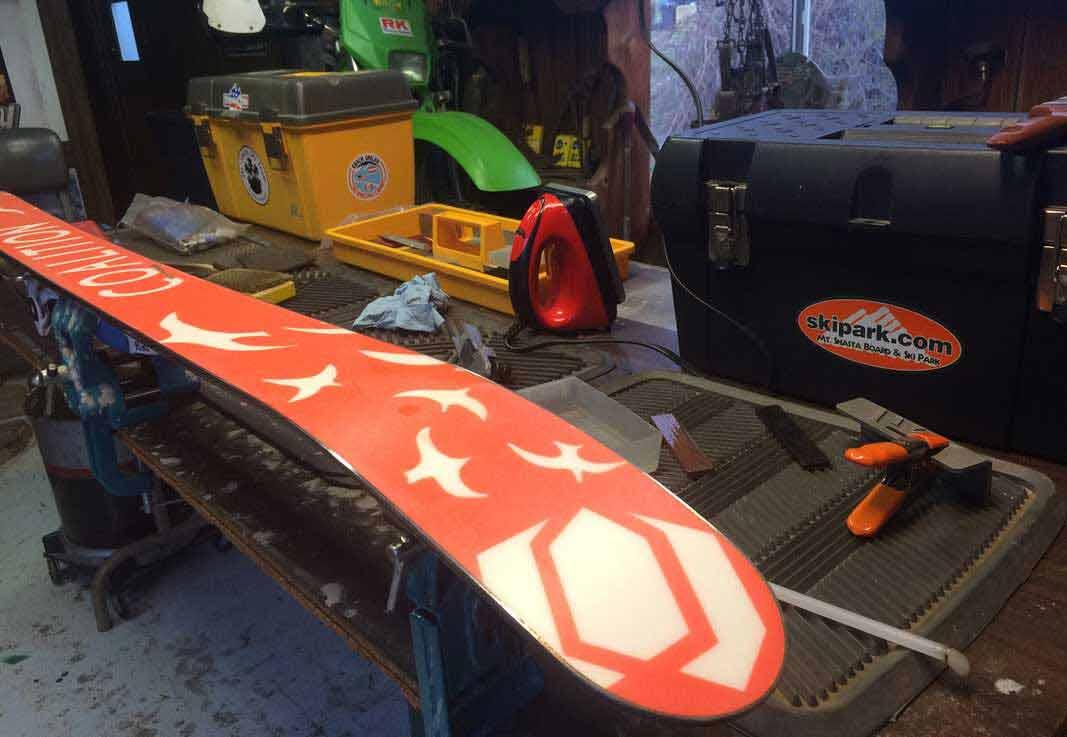 Prepare Ski Gear Kulkea 1
