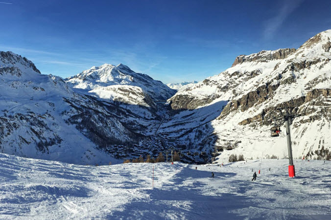 A Guide To The Best Après-Ski Spots In The French Alps